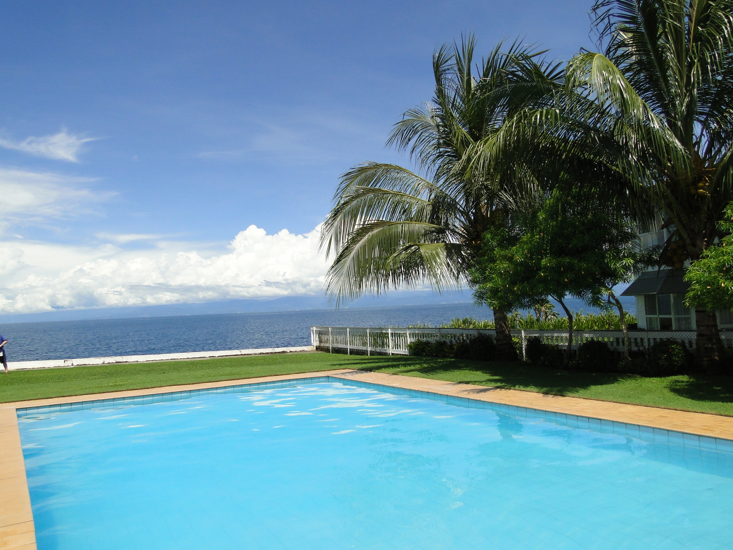Madang Lodge Pool