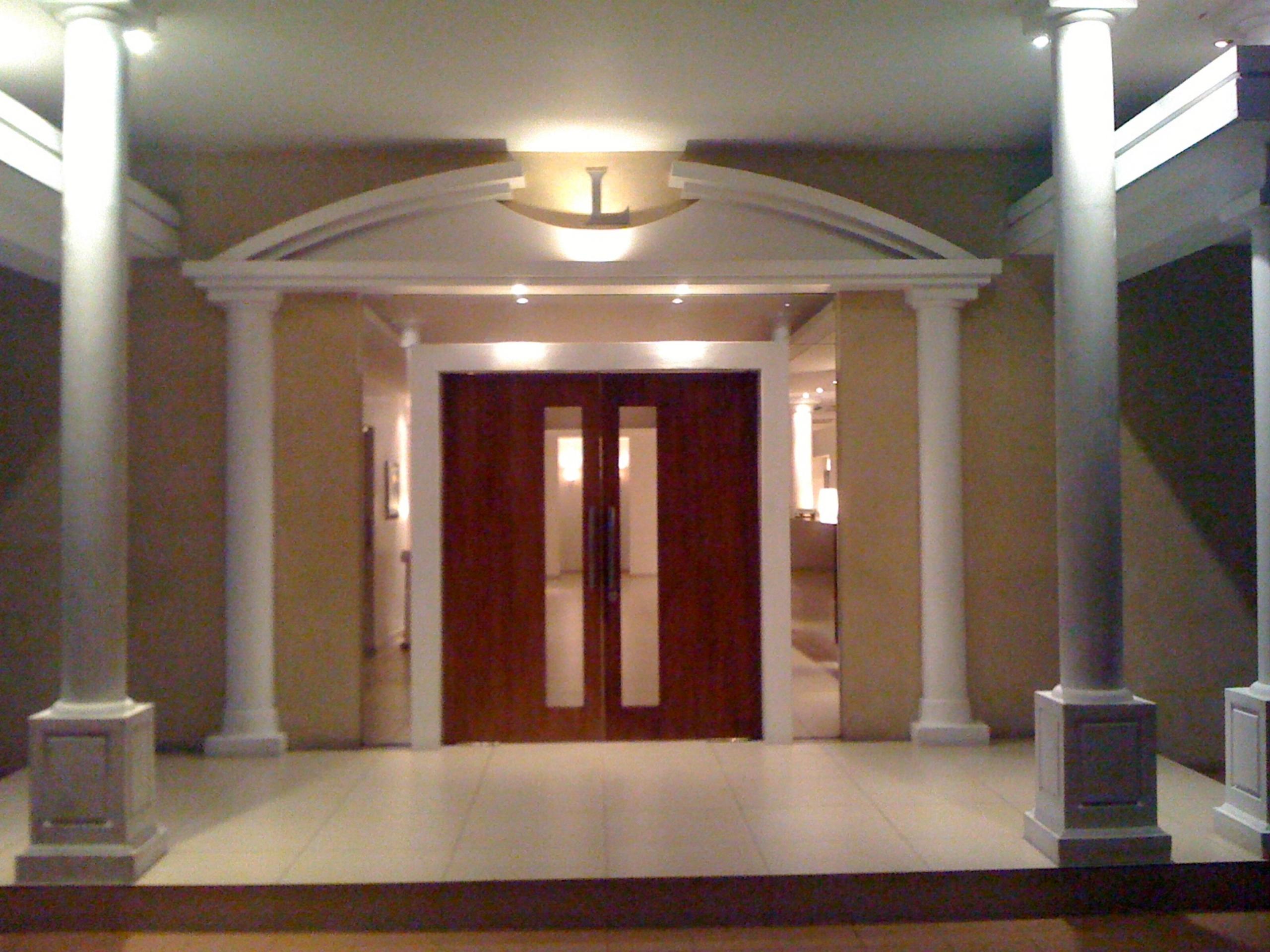 Lamana Hotel Entry
